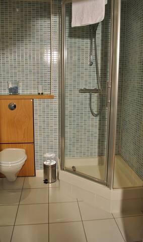 Edinburgh Holyrood 2 Bedroom Apartment