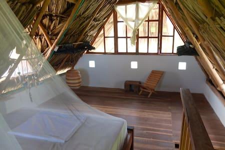Private Split Level Apartment - Casa Surf Mar Azul