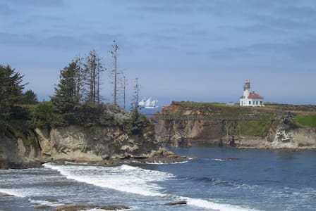 Loft by the Lighthouse - Coos Bay - Penzion (B&B)