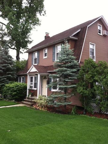 Newly renovated Colonial House - Nutley - Talo