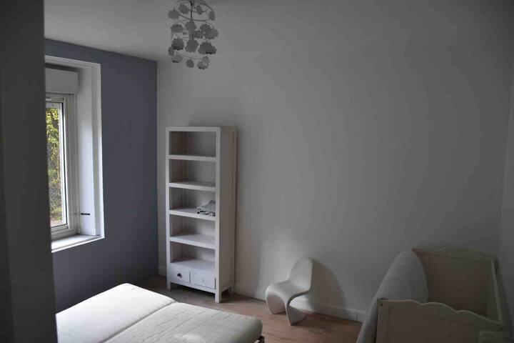 chambre 4 avec canapé lit + lit bébé