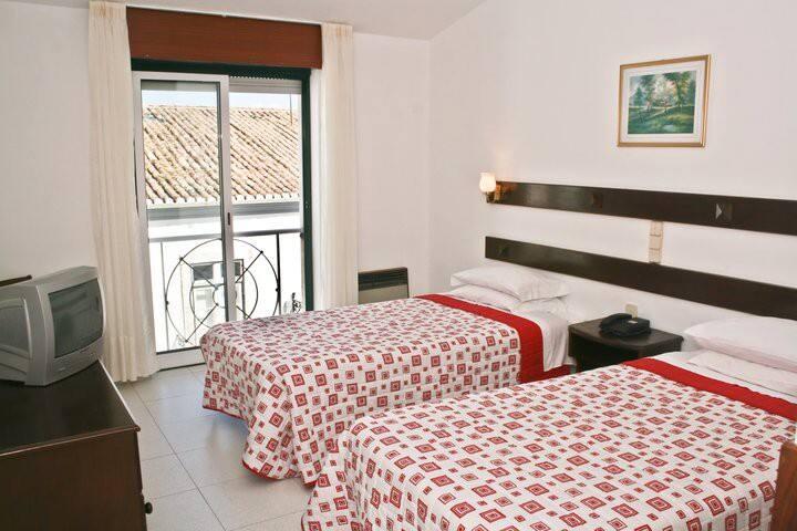 Cidade Velha 2 single beds