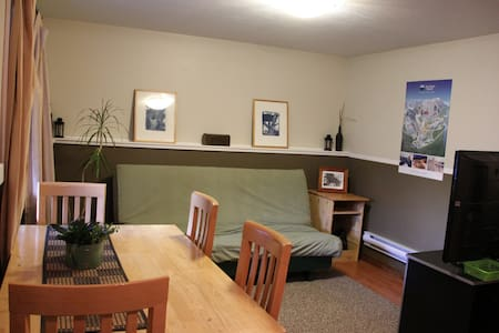 1 bedroom suite, 10 min drive to Sun Peaks