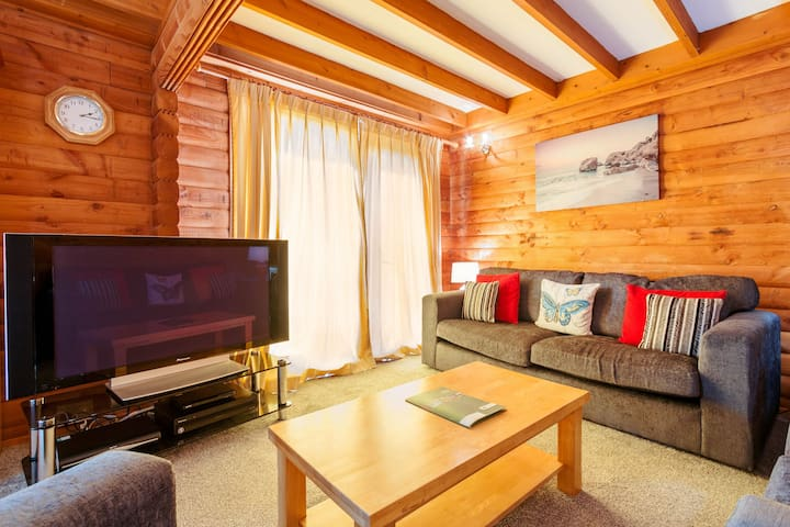 5 Barend Holiday Lodges, with free swimming, sauna & golf.