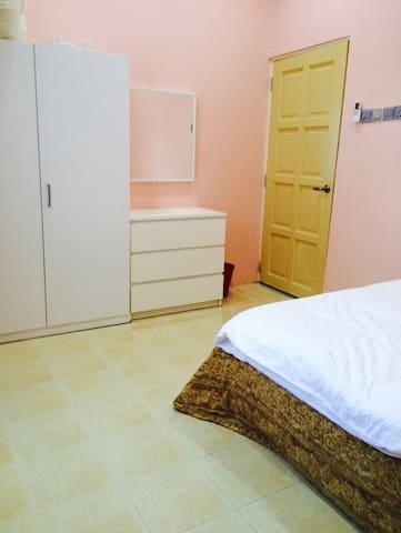 Villa Aliaa Homestay in the Kota Bharu City - Kota Bharu - Hus