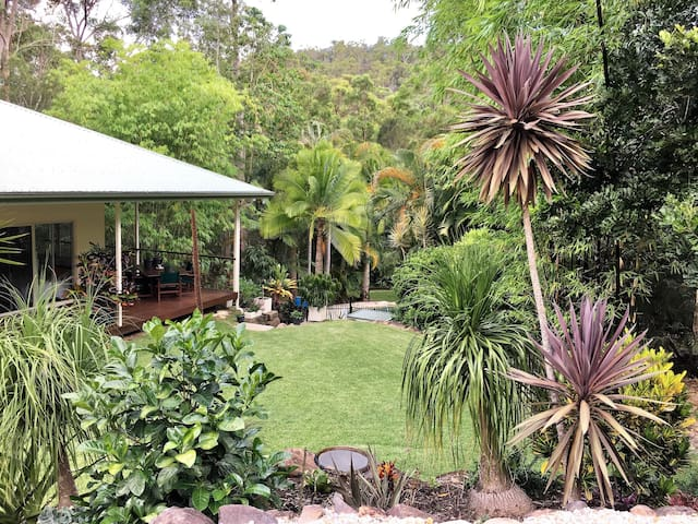 Tranquil Private Bungalow and Pool in Mudgeeraba