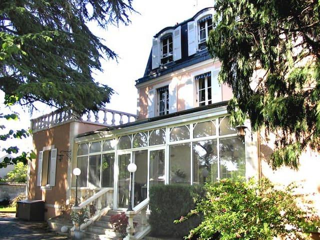 """Schönes Gästezimmer """"Bastille"""" - Noisy-le-Grand - Bed & Breakfast"""