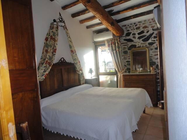chambre tout confort dans un mas - Claira - Bed & Breakfast