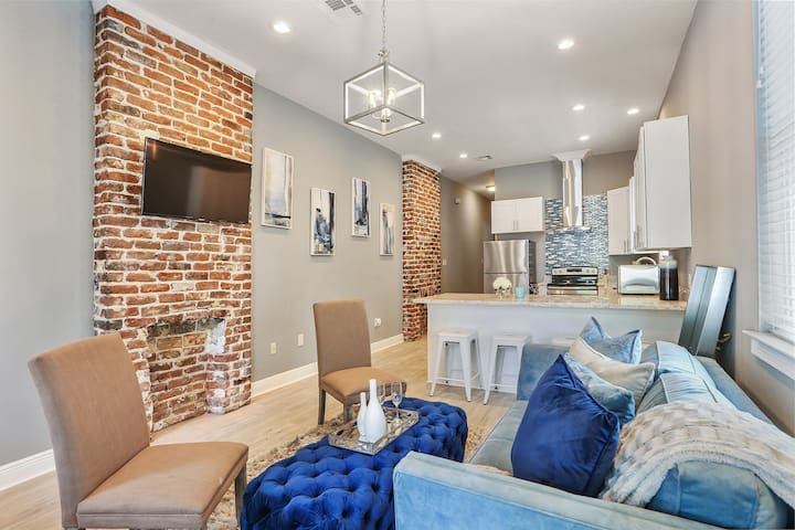 Brand NEW UPTOWN NOLA Home/ Sleeps 8