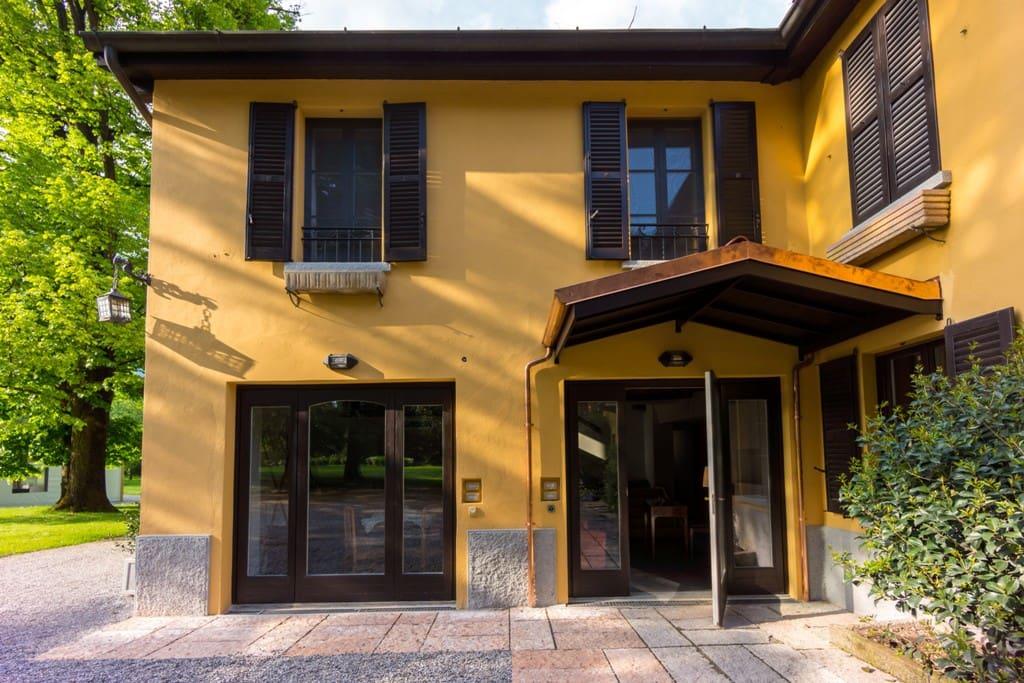 Relais di villa adinolfi ville in affitto a annone di for Trova casa brianza