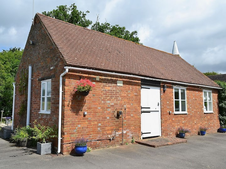 Stunning  one bed cottage within private grounds