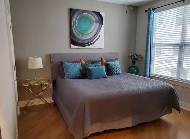 !!RIVER HOUSE | LSU 1Bedroom Downtown Condo 1722!!