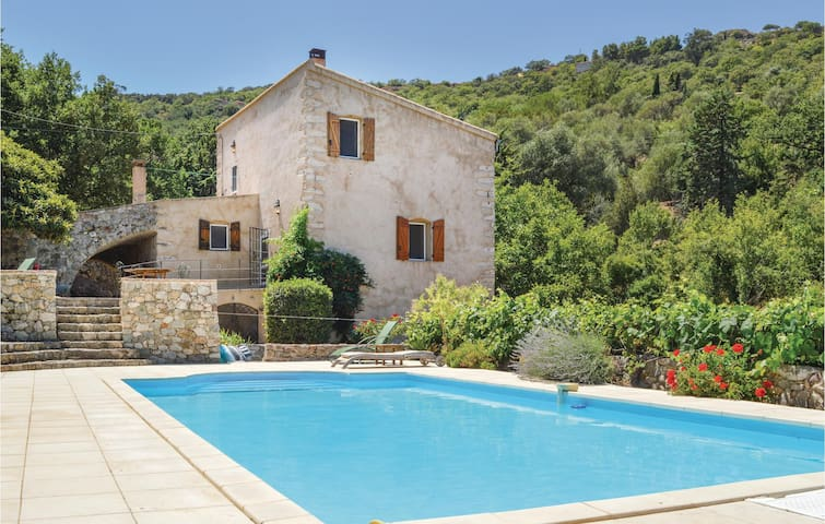 Holiday cottage with 4 bedrooms on 160 m² in Ville di Paraso
