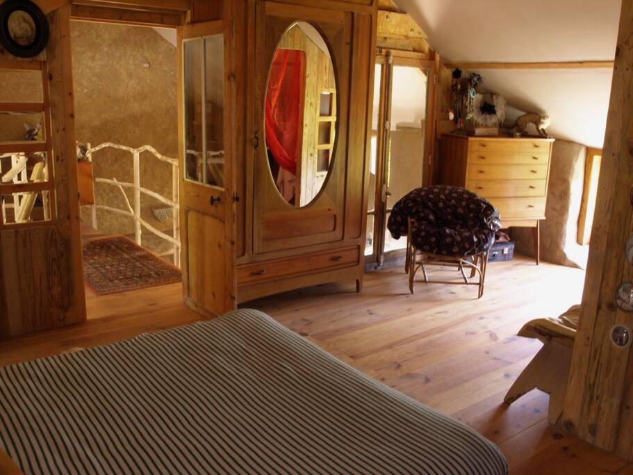 La chambre de la maison cabane, avec vue sur le jardin, sans vis à vis.