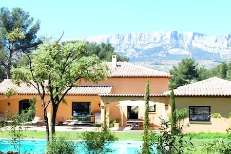 Spacieuse villa près Aix en Pce - ROUSSET