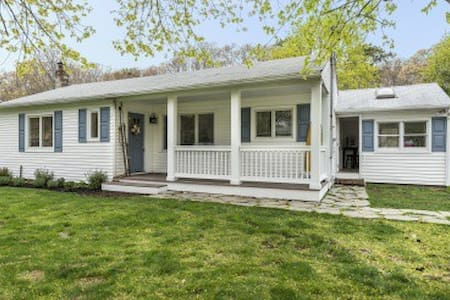 Beach cottage - Hampton Bays