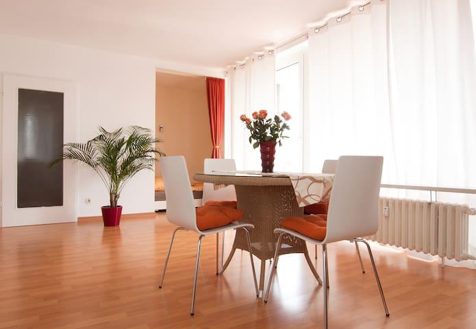Sunny, quiet studio with balcony(1) close to Rhine - Dusseldorf - Apartment