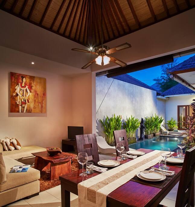 Living room, Pool