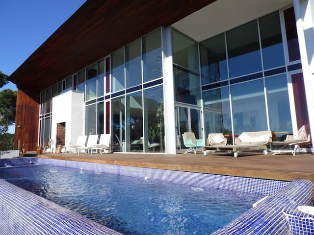 Modernist house with private pool - Canet de Mar - House