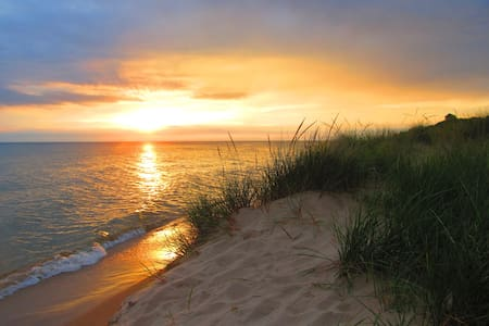 Lake MI Sunsets: Rekindle Love & Romance - Unwind!