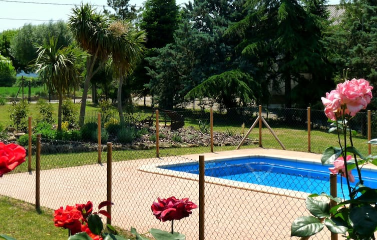 Country house with garden and pool - Montagut - Rumah