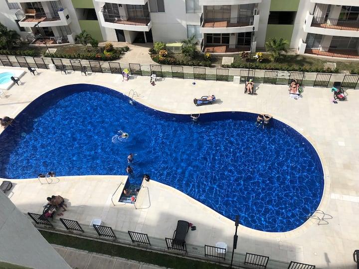 Full amoblado,tres  piscinas, zonas  sociales
