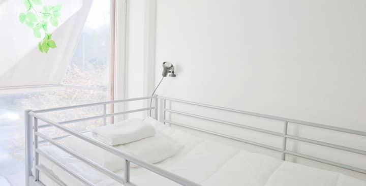 ACCO: mini-single hostel room near Old Town