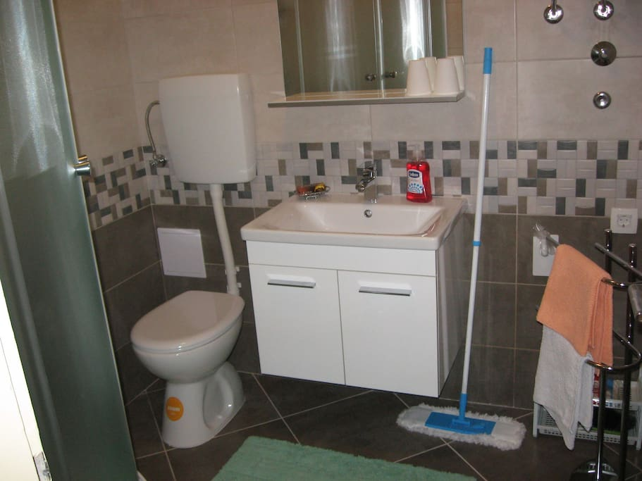 bathroom with shower, bath towels and toiletries
