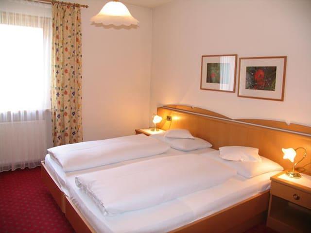 2-Personen Zimmer in Uttenheim, Wlan, privates Bad - Villa Ottone - Egyéb