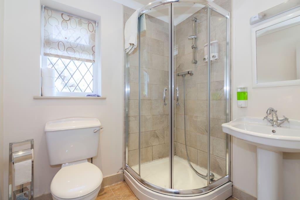 Eden- Private Bathroom