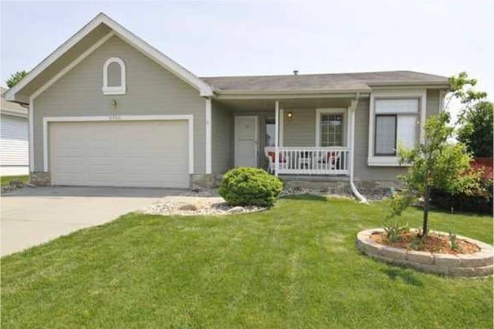 Cozy home near Offutt AFB, short drive to Omaha DT