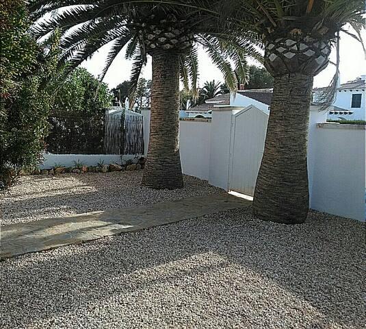 Comodo aprt con amplia terraza - Cala Blanca - Apartamento