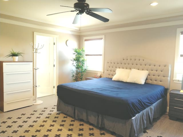 Morden King size bed with Private bathroom