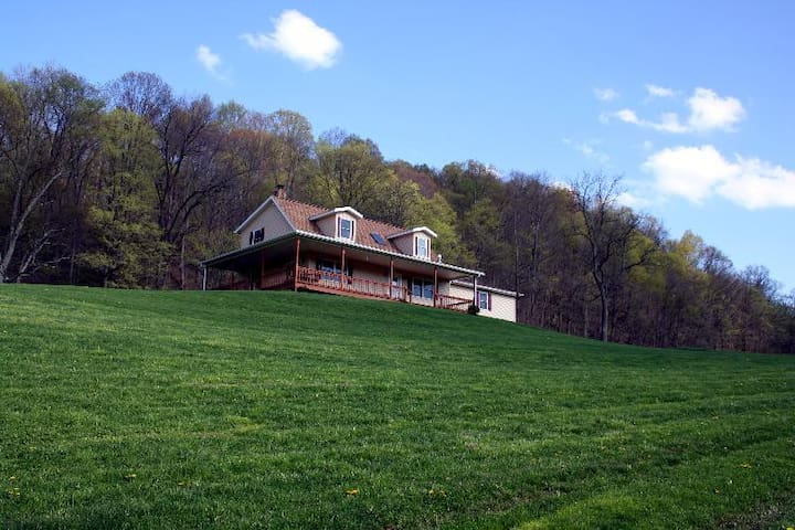 Beautiful house in the Country - Sarahsville - Ev