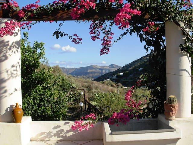 Villa Soprana, villetta per vacanze - lipari - Villa