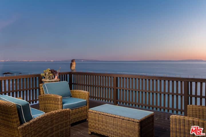 Charming Large Oceanfront Loft Direct Beach Access