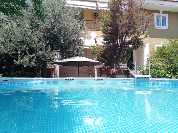 Garden maisonette with pool/airport free transfer