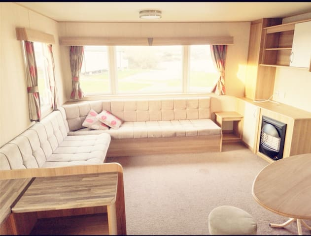Haven 8 Berth Caravan with Lake Views, by the sea