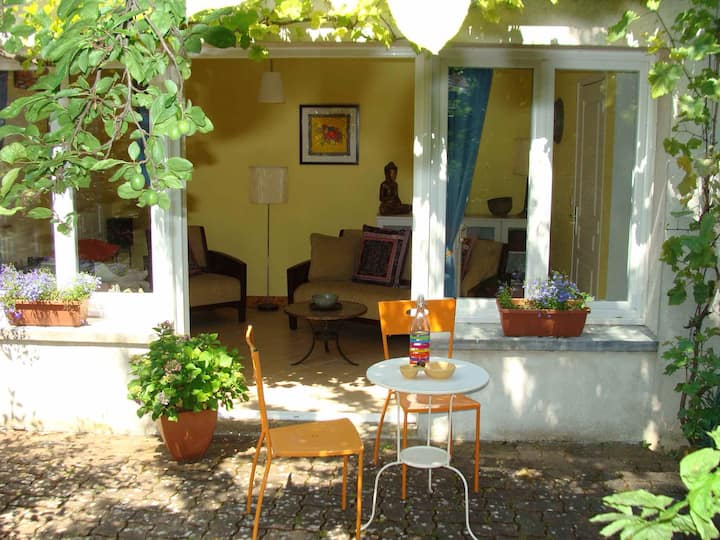 Delightful garden apartment, Cognac