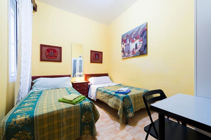 482 - double room with internet for short stay.