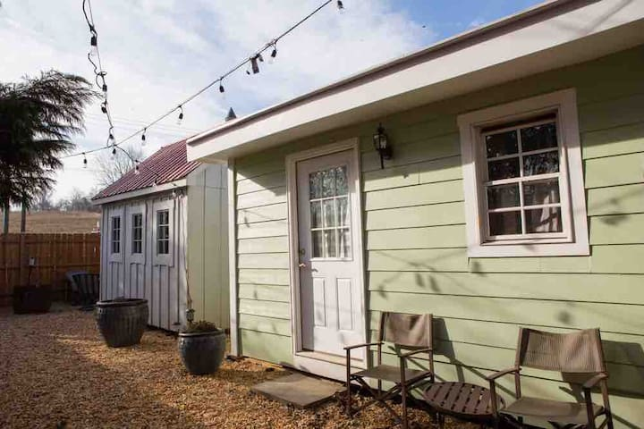 Cabins on the Brew Trail, Ac, Shower, Pet Friendly