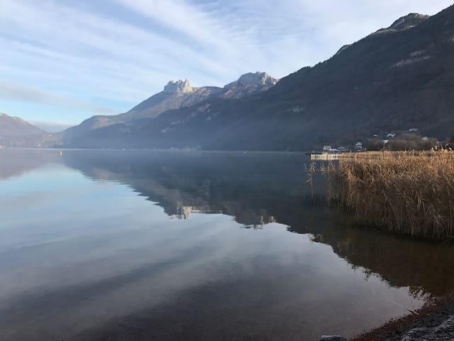 F3 dans maison terrasse, 100m du lac d'Annecy - Lathuile - Lejlighed