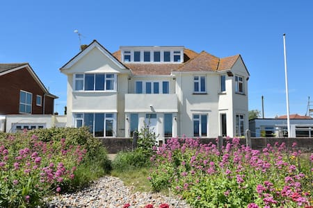 Great family home on the beach - Pevensey Bay - Hus