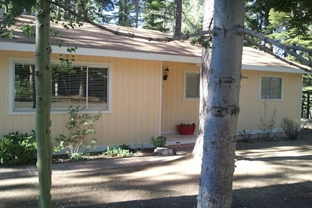 Lovely Lake Tahoe Cabin Awaits you ~ WiFi/HotTub!