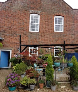 Grade 1 listed cottage in rural Buckinghamshire. - Buckingham  - Apartamento