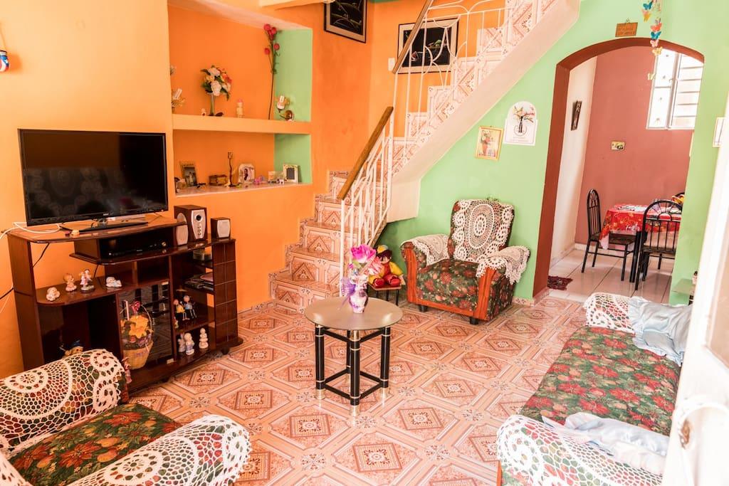 Sala de la casa, zona común para su estadia y descanso despues de venir del tour por la ciudad