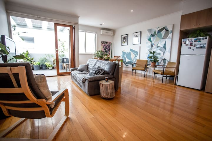 Large 2 Storey Apartment - Open Plan - Brunswick East - Appartement