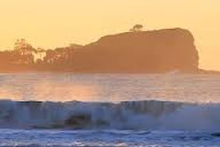 Beach House - 2 Bedrooms, Pets Welcome - Mudjimba