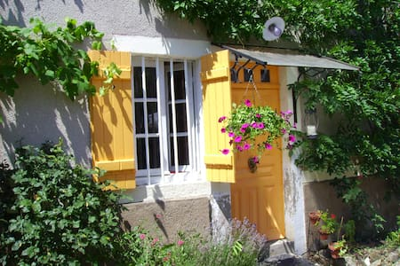 Cosy cottage with vegetable garden - Saint-Léger-du-Bois - Hus