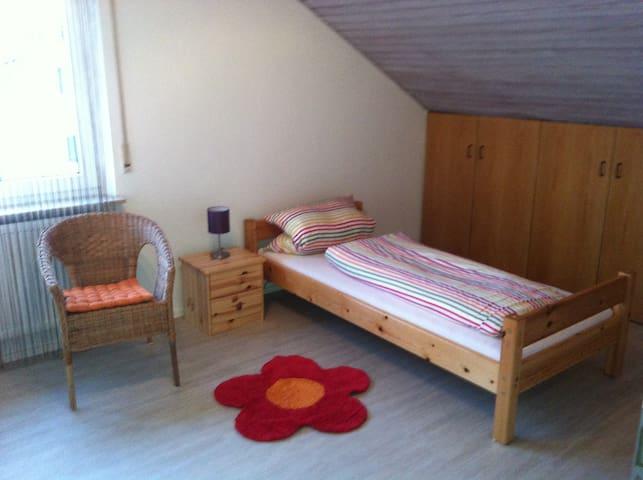 Gemütliches Zimmer mit Fernblick - Nürtingen - House